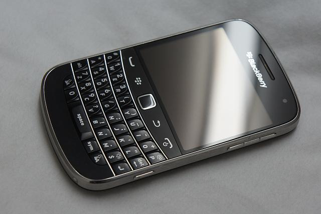 MINT Blackberry Bold 9900 - [Unlocked] + Accessories-dsc08559.jpg