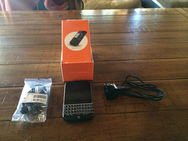 Closed: MINT BlackBerry Q10-photo-1.jpg