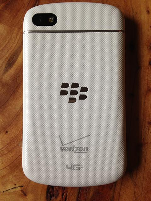 White VZW Q10 LIKE NEW,  PLUS EXTRA CASE ACCESSORIES-q102.jpg