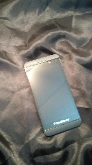 White BlackBerry VZW Z10 and accessories.-img_20150302_154253.jpg