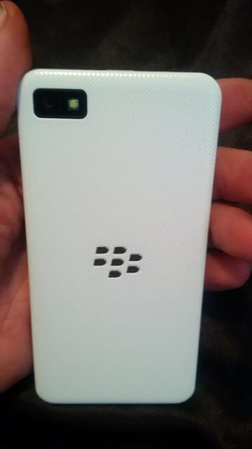 White BlackBerry VZW Z10 and accessories.-img_20150302_154448.jpg
