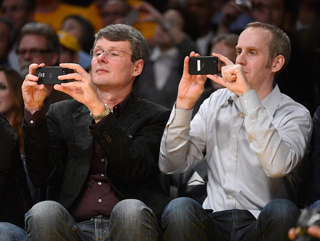[PICS] Spotted: BlackBerry 10 & its First NBA Night with RIM CEO. Final Devices Grabs some Action!-thorsten-heins-andrew-bocking-phoenix-suns-lo9jvhbno8yx.jpg