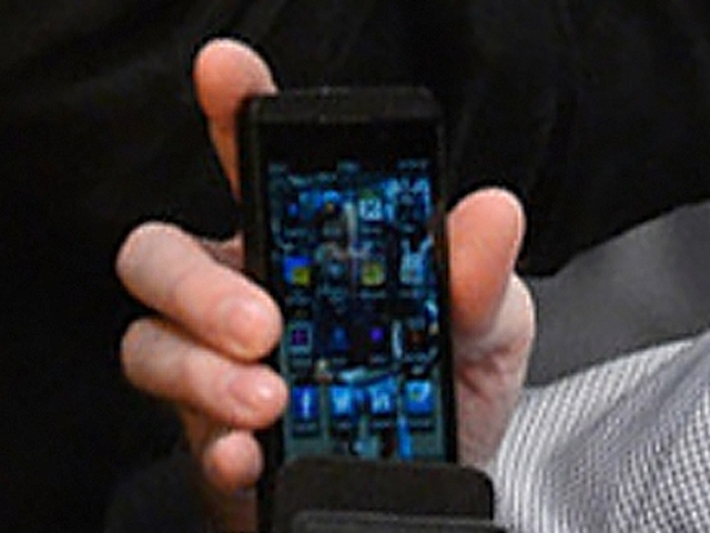 [PICS] Spotted: BlackBerry 10 & its First NBA Night with RIM CEO. Final Devices Grabs some Action!-bb.jpg