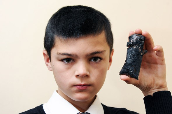 Blackberry curve 9320 explodes, injures boy-uk-9320.jpg