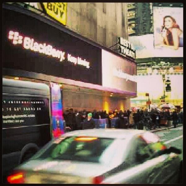 Massive line forms for the Blackberry Z10 in New York.-bf8qsnxciaazwgw.jpg