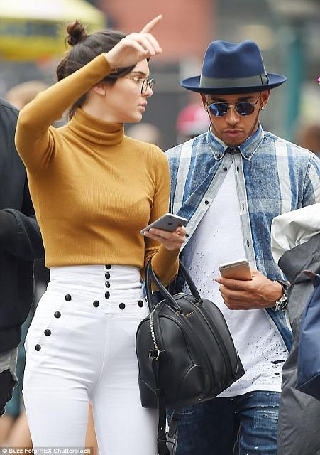 Lewis Hamilton using iPhone-kendall-jenner-lewis-hamilton-3.jpg
