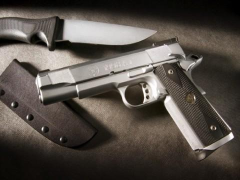 The CB 1M Challenge-1911_knife-wallpaper.jpg