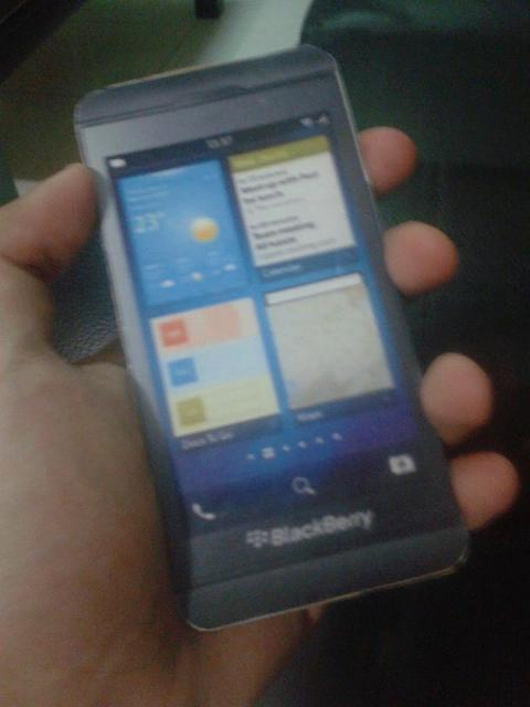 [Hoax] Finally! I already have my BlackBerry z10! (paper thin)-314796_530524313634362_631681145_n_2.jpg