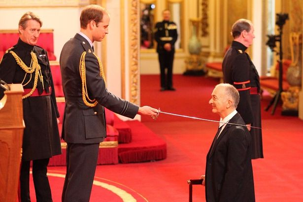PB 64Gb Free when upgrade arrives (terms and conditions apply)-sir-tony-robinson-knighted-duke-cambridge-during-investiture-ceremony-2784165.jpg