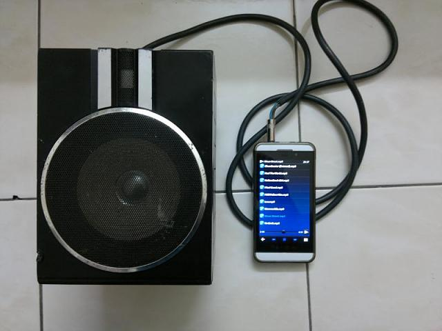 Z10 And A Speaker-pic655.jpg