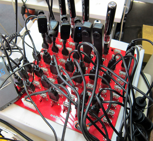 Official everyfin' to do with PlayBook hijack thread?-80-port-usb-hub_1.jpg