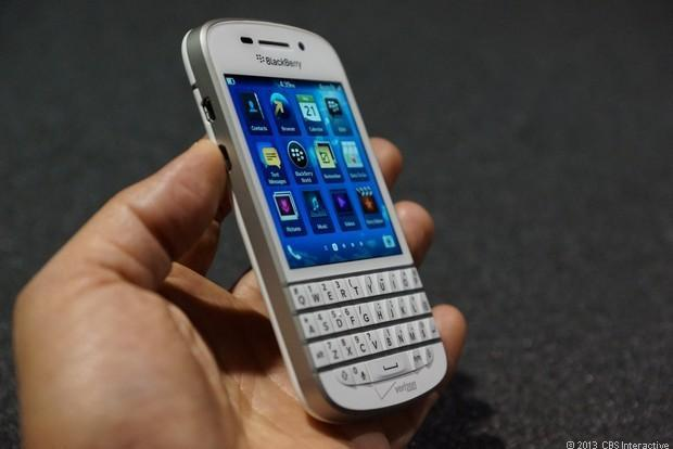 Blackberry won again in F1!-blackberry-q10-whitevery-slick-white-blackberrys-white-q10-up-close-pictures-hx9ddz9o.jpg